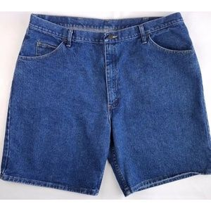 Wrangler Jean Shorts 42 Relaxed Fit Medium Wash